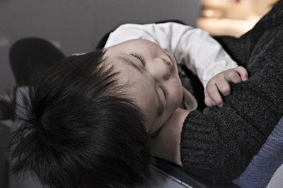 Los Beneficios De Hablarles A Nuestros Hijos Mientras Duermen