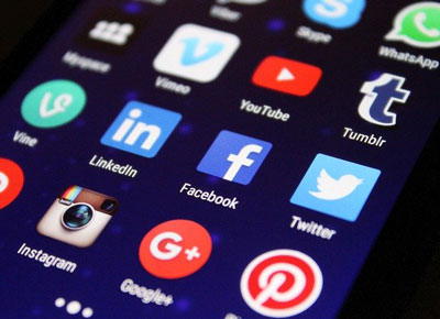 Pros & Cons Of Messaging Apps And Social Media